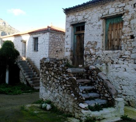 Τα πέτρινα ερειπωμένα σπίτια της Δρυόπης