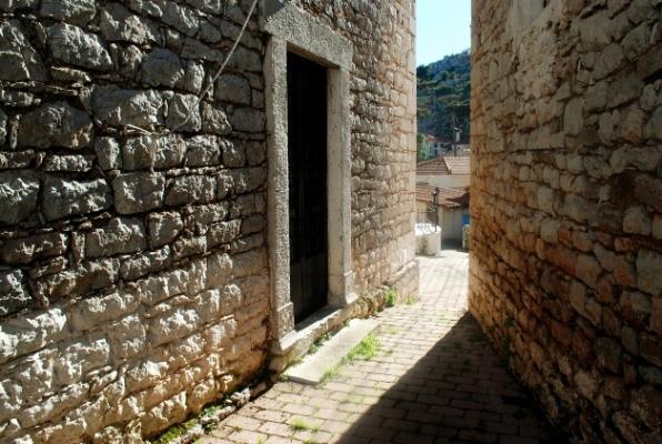 Τα πέτρινα σπίτια στο Άνω Φανάρι